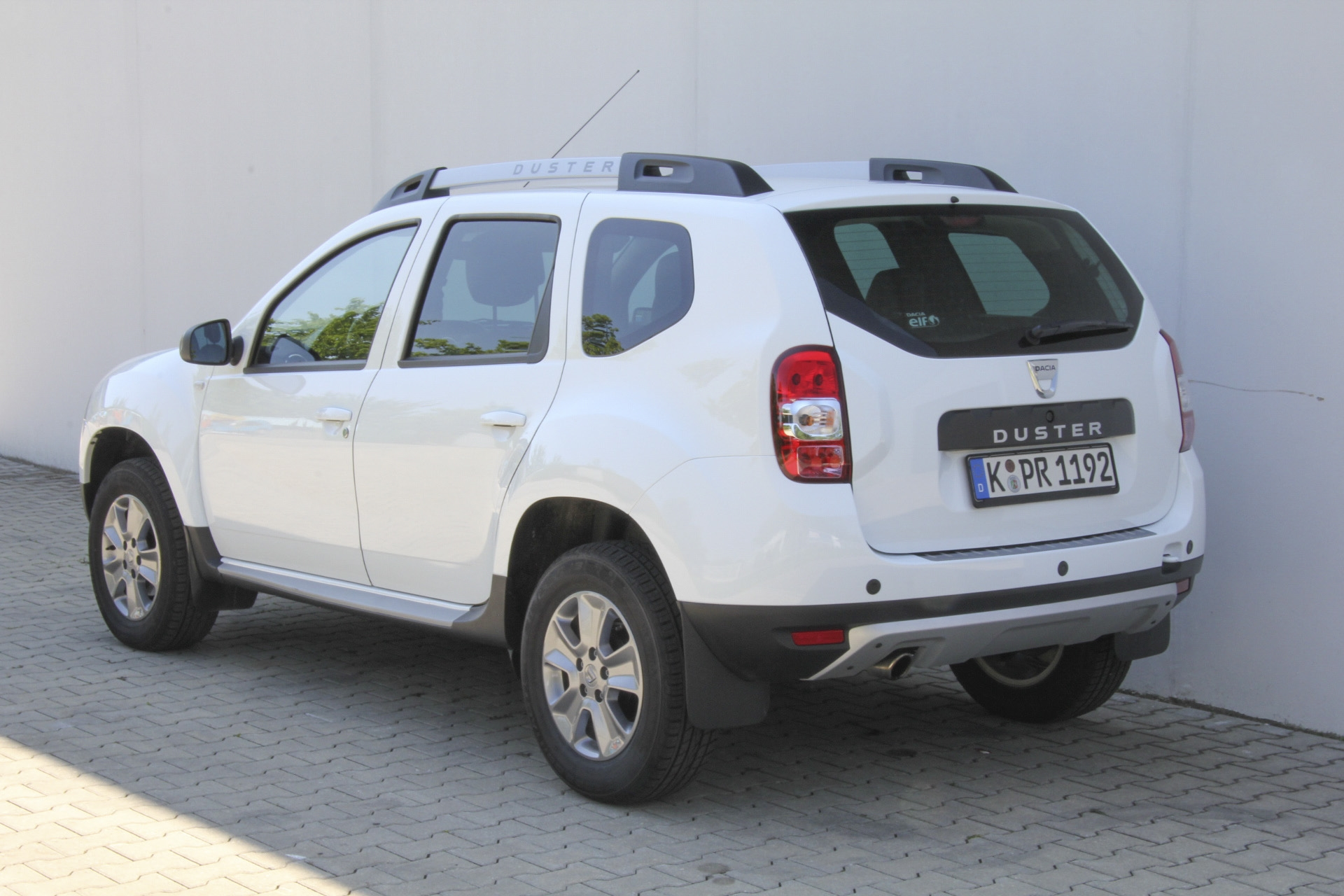 dacia duster test prijzen en specificaties. Black Bedroom Furniture Sets. Home Design Ideas