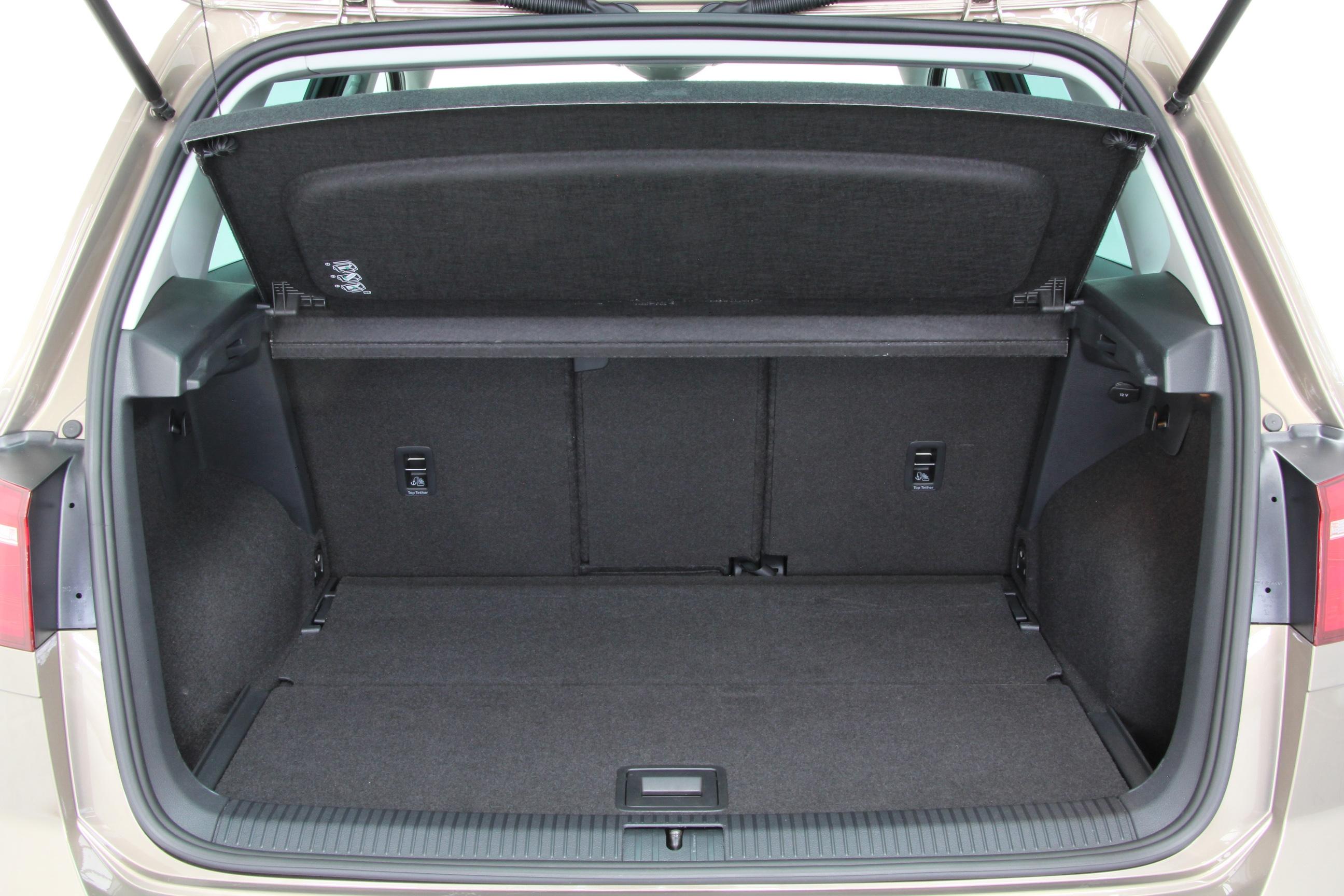 vw golf sportsvan 1 6 tdi bmt test complet prix. Black Bedroom Furniture Sets. Home Design Ideas